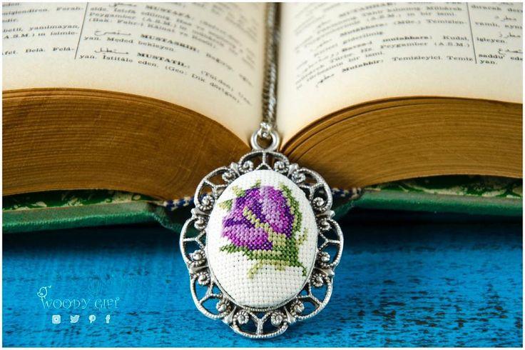 Mücevherler küçüktür ama sizi özel hissettirecek güce sahiptir El yapımı çiçek motifli etamin kolye 35 TL, kargo fiyata dahildir Mağazamızın linki için profilimize göz atabilirsiniz☑️ Jewelry has the power to be this one little thing that can make you feel unique Handmade cross - stitched jewelry with purple rose 35 TL, free domestic shipping.Link in bio✔️ #woodygift #crossstitch #crossstitching#crossstitcher #crossstitchland #handmade #handmadejewelry #embroidery #embroiderya...