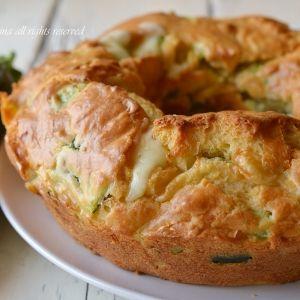 Ciambella salata con zucchine  Note: (Big Bundt Donut)...need to use translator for this site.