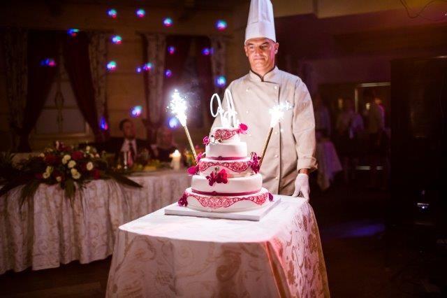 Tort weselny. Wesele w Chochołowym Dworze, k. Krakowa // Wedding cake. Chochołowy Dwór near Cracow. #wedding #wesele #cake #Krakow