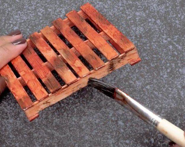 how to make plastic look like wood