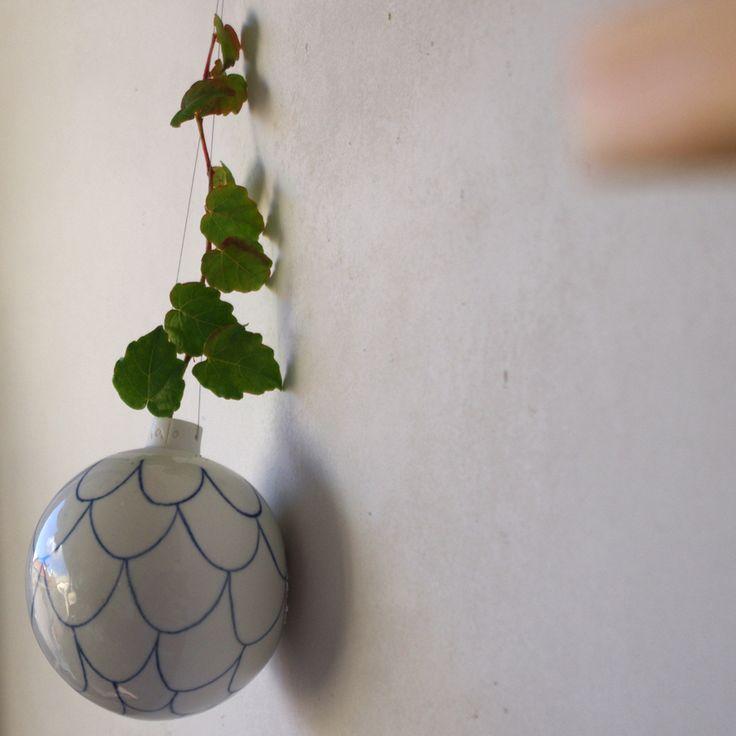 Boule suspendue - porcelaine atelier Halo
