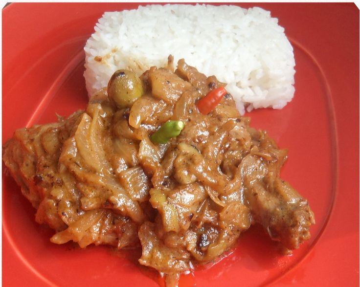 Le Yassa au poulet est ce plat délicieux du Sénégal. Et lorsque j'entends le mot