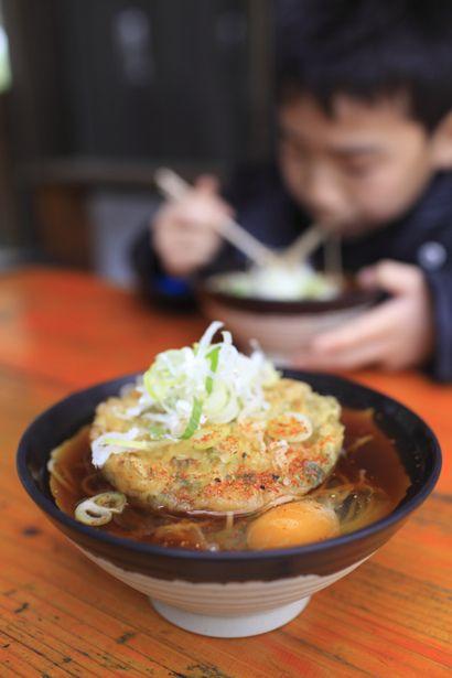 Tempura Soba with Egg at Yokokawa Station, Gunma, Japan 天玉蕎麦