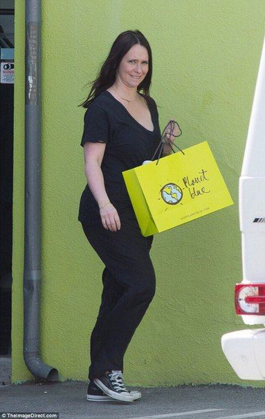 Дженнифер Лав Хьюитт на шоппинге в Лос-Анджелесе