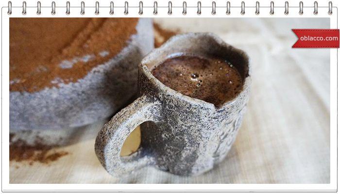 """Вернее об необычном способе измельчить его зерна. Для этого используется скифская каменная """"терка"""" для зерна.  Фотографии процесса меня просто заворожили.          Источник"""