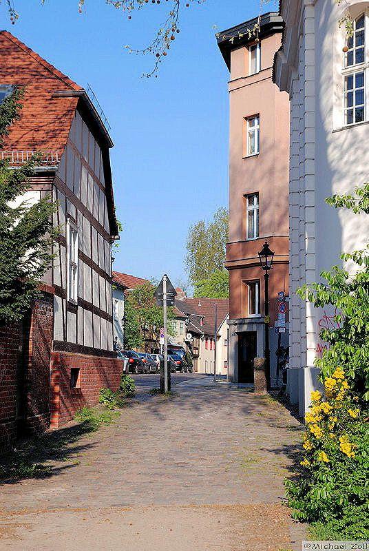 Altstadt Spandau Gasse von der Schleuse zum Kolk