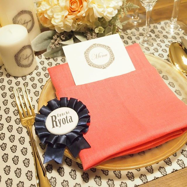 人気のロゼット!席札代わりに♪ リボンの色、デザインは選べます。 ご購入はコメントかWebStoreで承ってます♡ DIY用キットも販売してます♪ http://colorgenic.net  #結婚式 #ロゼット #席札 #席札ロゼット #Wedding #プレ花嫁 #Colorgenic #結婚準備 #結婚式準備 #ロゼット作り #ロゼットキット #くるみボタン  #DIY #Rosette #リゾート婚 #テーブルコーディネート