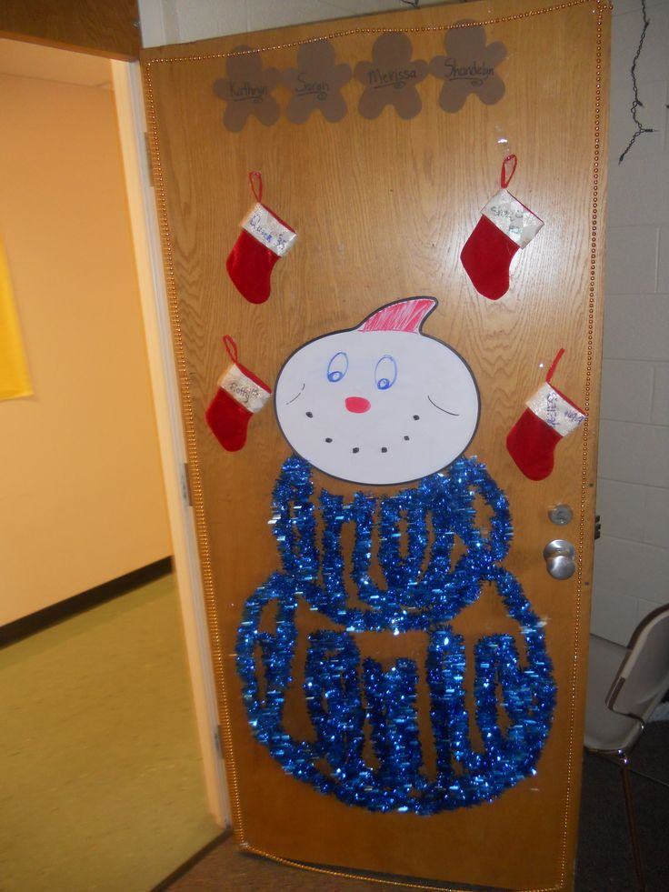 Dorm room door christmas decoration decked out dorm for How to decorate apartment door for christmas