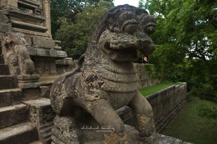 the imposing figures of Lions at the entrance to where the former temple of the tooth was located