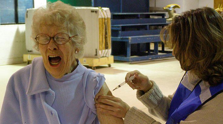 La vacunación anual contra la influenza ayuda a los ancianos a mantenerse sanos   Por: @rigotordoc - http://medicinapreventiva.info/medicina-interna/21703/la-vacunacion-anual-contra-la-influenza-ayuda-a-los-ancianos-a-mantenerse-sanos-por-rigotordoc/ - En los años en que las cepas de la vacuna de la gripe estacional concuerdan exactamente con las cepas virales circulantes, los pacientes de edad avanzada tienen una menor incidencia hospitalizaciones y muerte por neumonía e