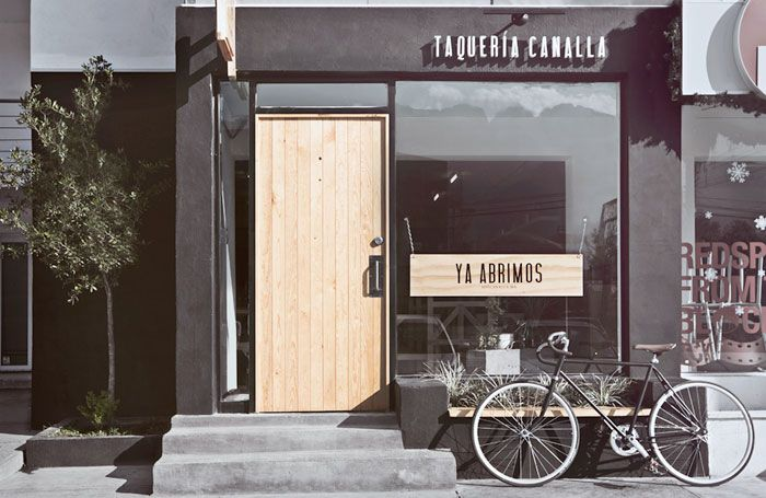 I fell in love immediately with this Taco Shop in the luxurious and chic San Pedro neighborhood in Monterrey, a great example on how design can have an impact on everything.