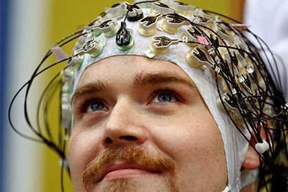Доказана польза электрической стимуляции мозга http://mnogomerie.ru/2017/03/14/dokazana-polza-elektricheskoi-stimyliacii-mozga/  Нейробиологи из Имперского колледжа Лондона в Великобритании доказали пользу электрической стимуляции мозга для рабочей памяти. Статья исследователей опубликована в журнале eLife. Исследователи воспользовались методом транскраниальной электростимуляции (ТЭС-терапия), при которой мозг подвергается неинвазивному воздействию тока при низком напряжении. Электроды…