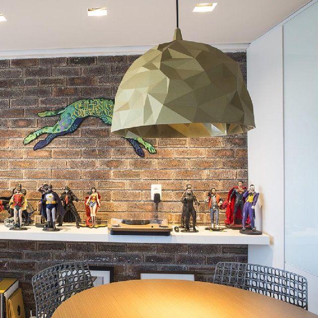 Para atender a todos os pedidos para o escritório da Verve Comunicação, os profissionais da Rede Arquitetos incorporaram elementos de design para demonstrar, ao mesmo tempo, seriedade e descontração. Confira este escritório no MiMostra!
