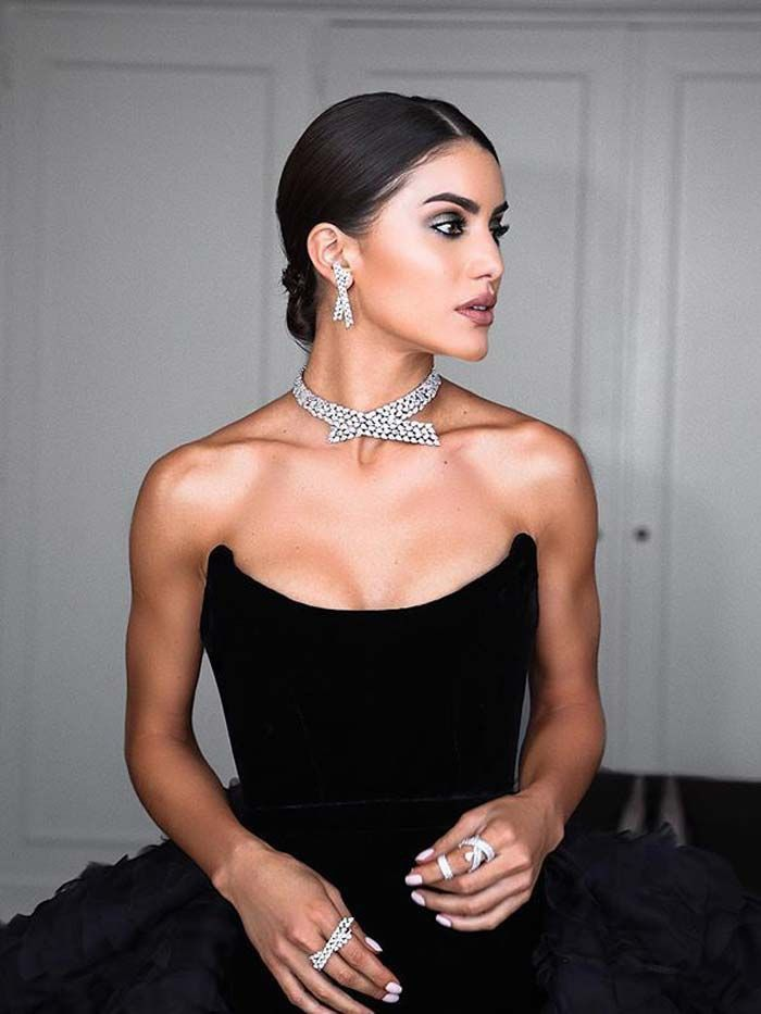 Take Note Wear This Jewelry With Your Evening Gown Who What Wear Evening Gowns Elegant Black Evening Gown Black Dress Red Carpet