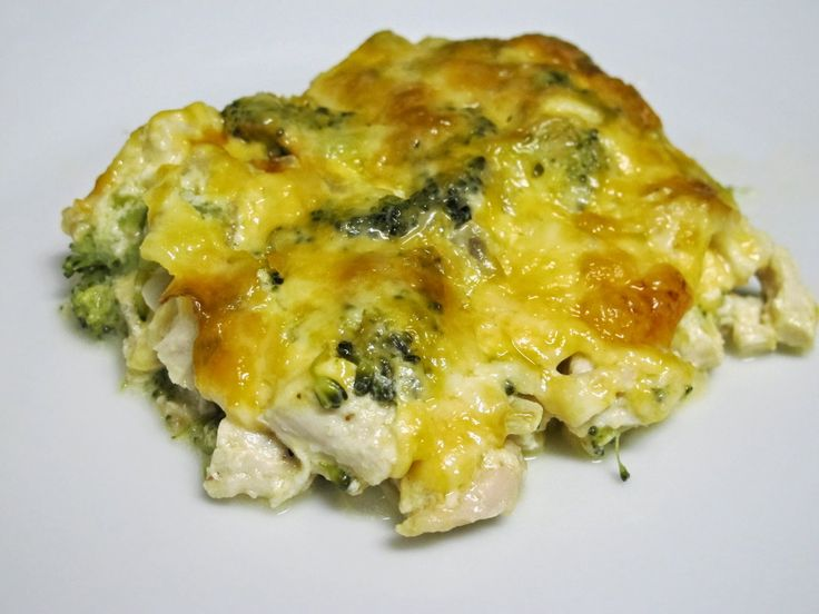 This Cheesy Broccoli & Chicken Casserole is super quick & easy to prepare, contains no bread/crackers or condensed soups, and tastes amazing. Low-carb/keto-friendly.