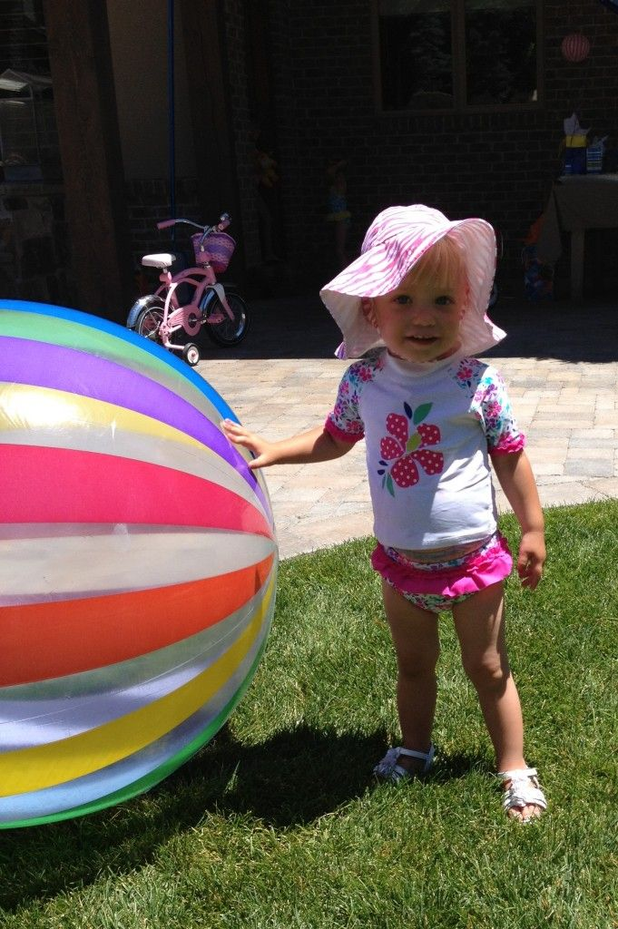 Swim party decorations: giant beach balls, fun goggles and floaties