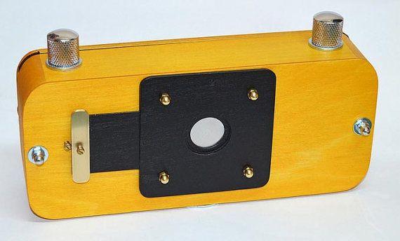 Caratteristica Corpo in legno con finiture in ottone fatto con molta attenzione per i dettagli. Tipo di pellicola 120 - (6x12cm la dimensione del