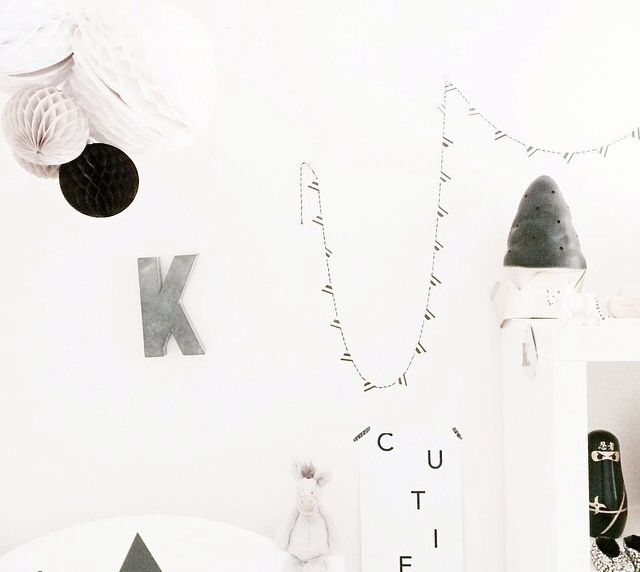 Love this beautiful kids bedroom, classic white featuring @yorkelee_kids_prints 'cutie' wall art print