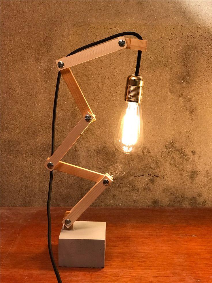 Création 1'2.02 : socle en béton et structure en bois. Deux modèles différents : fil rouge ou noir Prix : 50€ (compris ampoule et FdP)
