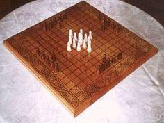 El hnefatalf es un juego de mesa que pertenece a la familia de los juegos tafl, antiguos juegos de mesa germánicos que se practicaban sobre una tabla cuadriculada y que son probables descendientes del Ludus latrunculorum romano.