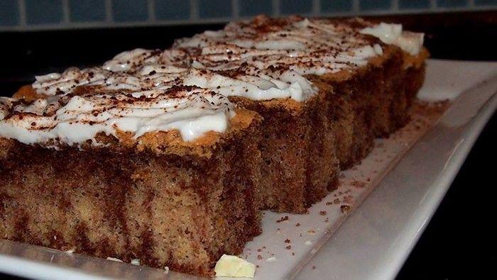 Vyzkoušejte si připravit chutný koláč bez mouky. Přidejte pudinkové prášky a na vrch bílý jogurt nebo zakysanou smetanu utřenú s vanilkovým cukrem.