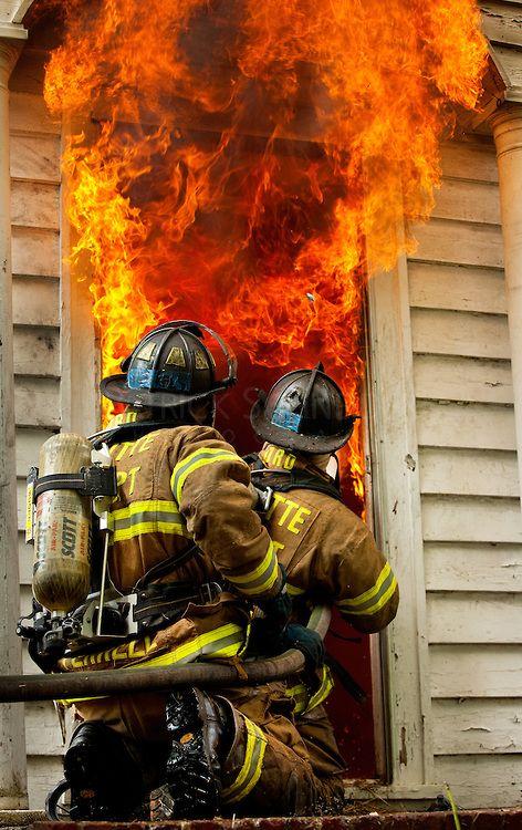 bombero- firefighter El bombero es muy intellgente.                                                                                                                                                                                 Más