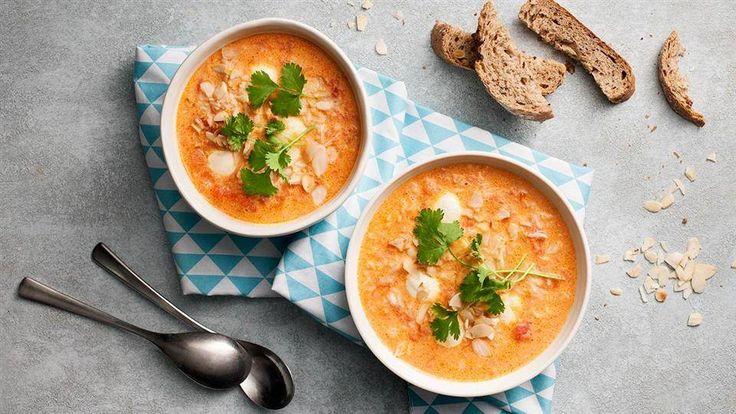Przygotuj łatwą i szybką w wykonaniu zupę pomidorową z mlekiem kokosowym. Przepis Moniki Mrozowskiej znajdziesz w Kuchni Lidla!