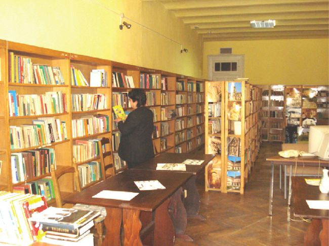 """Activitatea Bibliotecii """"Paul Despheliphon"""" din Comarnic se desfasoara conform actelor emise de Ministerul Culturii si Cultelor privind organizarea si functionarea bibliotecilor publice (Ordin nr.2069/1998 si Ordinul nr.2026/2000) si de Asociatia Nationala a Bibliotecarilor si Bibliotecilor Publice din Romania."""