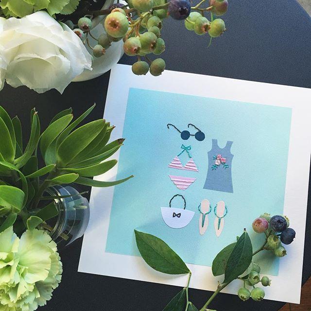 WEBSTA @ annastwutea - イベントでいただいたお花も緑の葉っぱは、長持ちで小さな器に入れ替えて楽しんでいます。ブルーベリーの実も入ってました。紙刺繍『サマーバケーション』(5つのステッチでできるannasの刺繍工房)より暑いから、この図案。・今日からアトリエの屋根修理が始まってしまいました。うるさくなるのかなやだなぁ..#刺繍 #ハンドメイド #ハンドメイド #handicraft #handembroidery #handmade #needle #needlework #embroideryart #embroidery #手刺繍 #手芸 #手作り #вышивка #紙刺繍 #handcraft #てづくり #stitch #자수 #刺繡 #川畑杏奈 #annas #アンナス #broderie #handiwork #needlecraft #paperstitching #5つのステッチでできるannasの刺繍工房