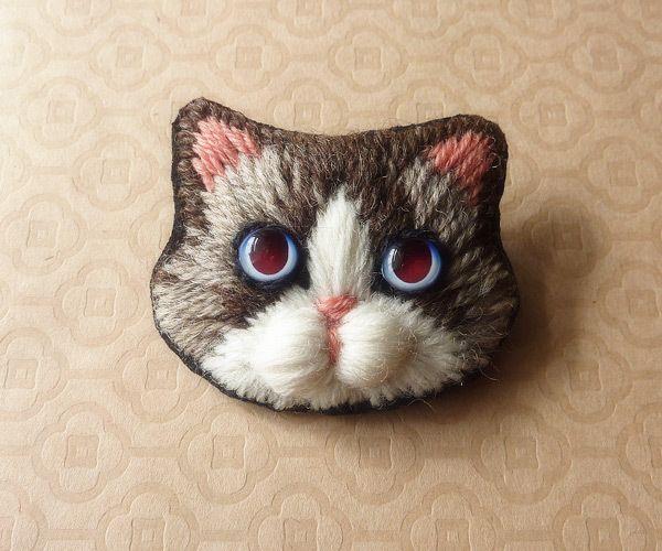 猫の毛糸刺繍のブローチ