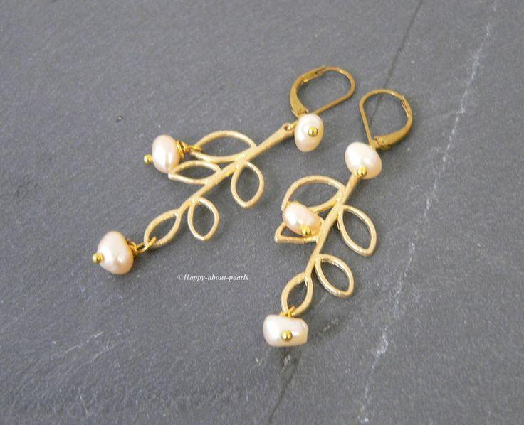Ohrringe - Ohrringe Blatt Süßwasserperlen - ein Designerstück von Happy-about-pearls bei DaWanda
