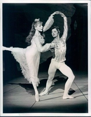 Gelsey Kirkland and Mikhail Baryshnikov in the Nutcracker. My favorite ballet! I've watched this version countless times!