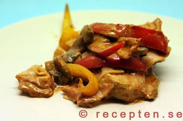 Fläskfilépanna med paprika och bacon
