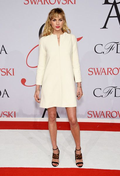 Jessica Hart Photos - Model Jessica Hart attends the 2015 CFDA Fashion Awards  at Alice Tully Hall at Lincoln Center on June 1, 2015 in New York City. - 2015 CFDA Fashion Awards - Inside Arrivals