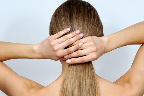 Οι 8 Κανόνες που πρέπει να τηρήσετε αν βάφετε τα μαλλιά σας μόνες - http://ipop.gr/themata/frontizw/8-kanones-pou-prepi-na-tirisete-vafete-ta-mallia-sas-mones/