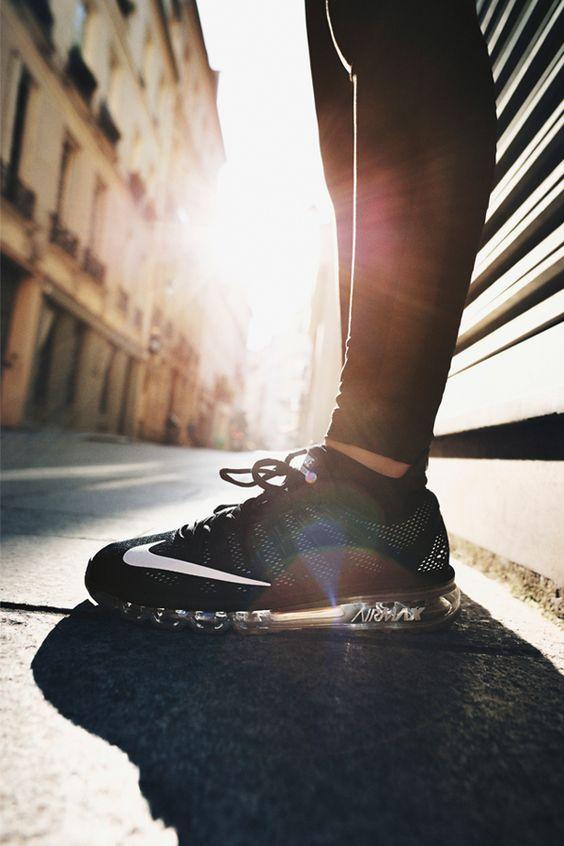 Nike Air Max 2016 Print W . Τα γυναικεία παπούτσια για τρέξιμο Nike Air Max 2016 Print σού επιτρέπουν να τρέχεις στους δρόμους της πόλης με άνεση, χάρη στην