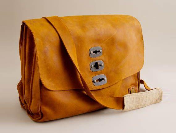The J.Crew Belstaff New York Postman Bag pays homage to the retro 1930s NYC postman bags. Read more: J.Crew Belstaff New York Postman Bag | Cool Material http://coolmaterial.com/gear/j-crew-belstaff-new-york-postman-bag/#ixzz1uiahRWac