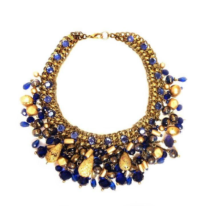Kobaltowa kolia z kamieni naturalnych, lawy wulkanicznej, szkła Murano oraz elementów złoconych.