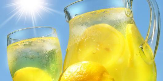 TØRSTESLUKKER: Syv deilige oppskrifter på limonade.
