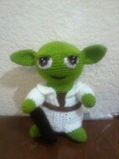 Yoda Amigurumi - Patrón Gratis en Español aquí: http://novedadesjenpoali.blogspot.com.es/2013/05/yoda-amigurumi.html