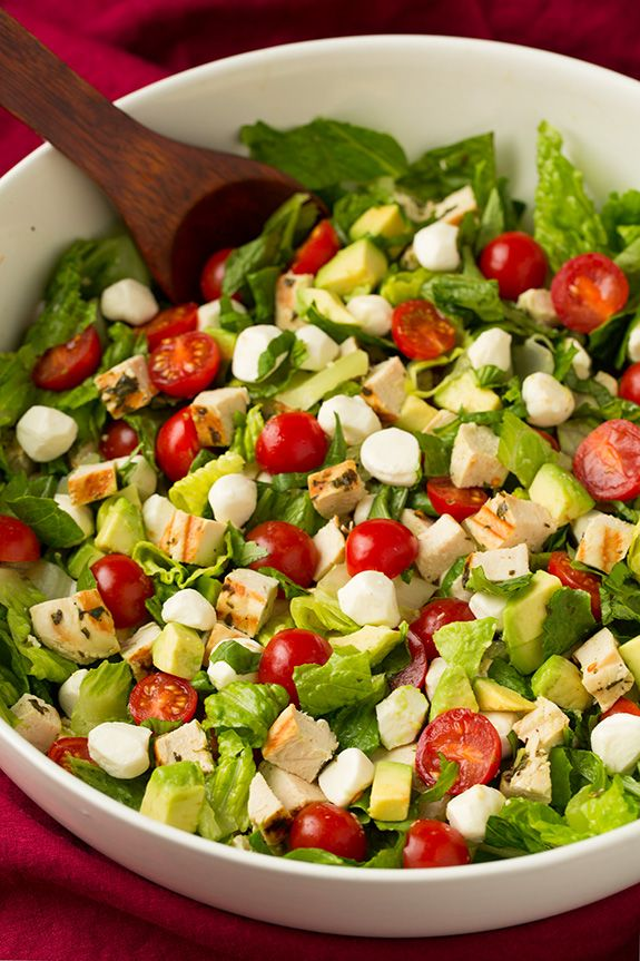 With all the sweets I've been making lately I'm really starting to crave some green salads to balance it all out. Yes this salad may seam ideal for summer,
