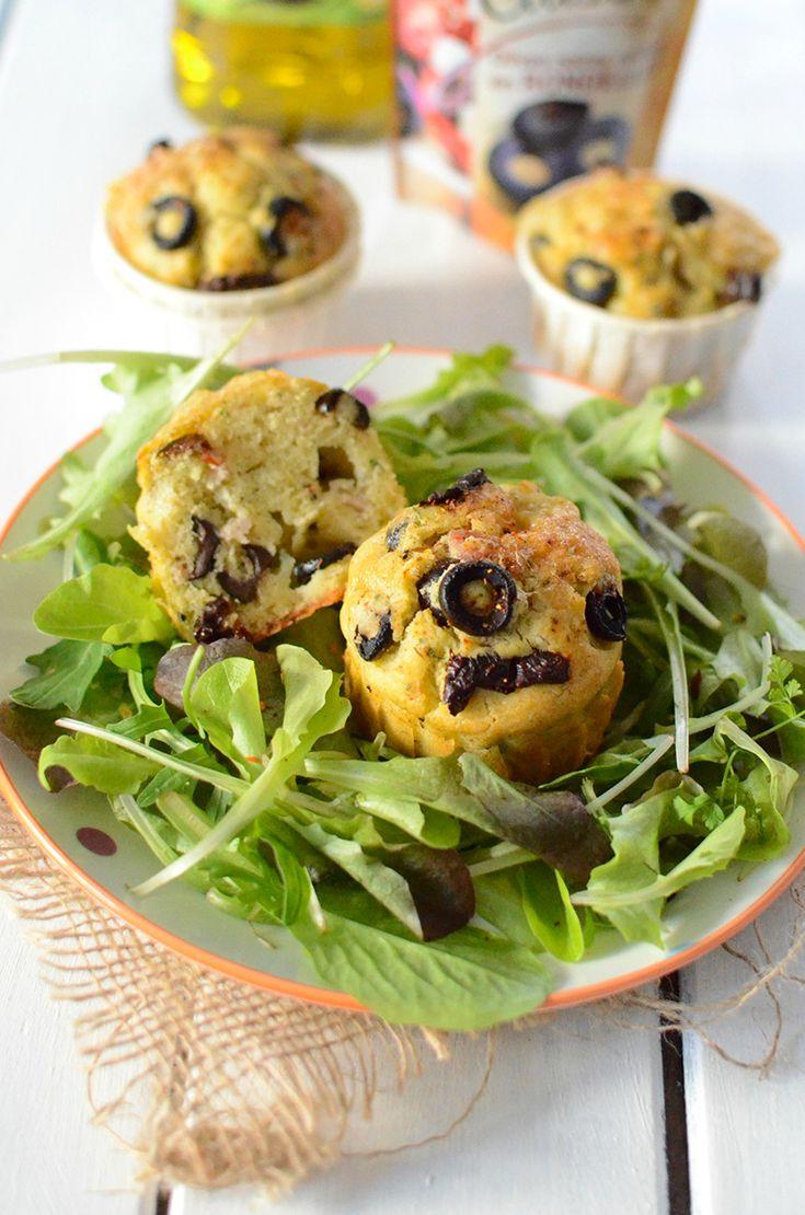 Et si on osait les muffins en version salée ?   Pour vos apéritifs dînatoires, en entrées ou bien vos pique-niques, ces muffins moelleux, sauront se faire apprécier. L'olive noire joue les invités d'honneur à l'apéro, où elle est venue accompagner de ses amis l'huile d'olive, la