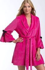 17 best images about hot pink bath robe on pinterest for Robes de mariage de betsey johnson