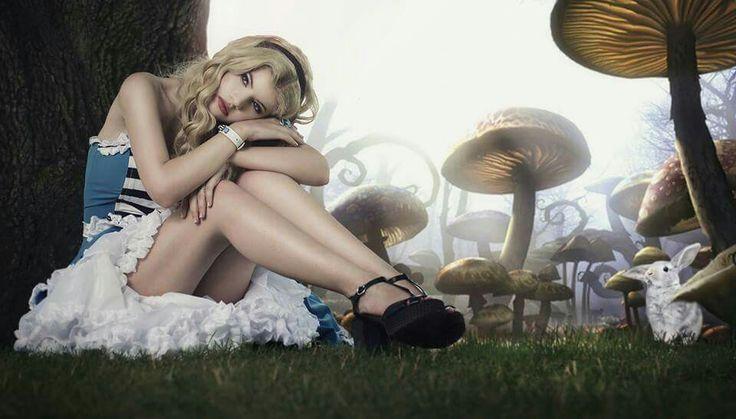 Photo: Flóra Àgoston Model: Kaderin Constance Hair: Diamant Dia/ Kucsera Hajszalon Make-up: Pàsztor Krisztina Jewel: Glass Painting By Chris Dress: TiCCi Rockabilly Clothing 2015