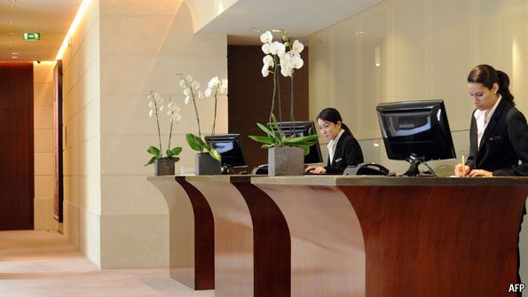 Clerk Front Desk Hotel Jobs In Canada Hotel Jobs Front Desk
