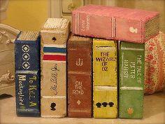 libri di mattoni dipinti, artigianato, pittura, usate solo mattoni ordinari trovato questo mattone di riempimento più alto li ho visti con i mattoni con fori ma avevo questi Guardò foto di vecchi libri di idee verniciati oro o linee marroni per le pagine