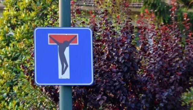 Street Art detournement Panneaux de signalisation 1