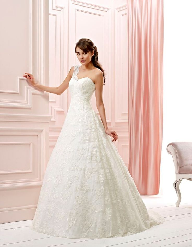 """""""Kind"""" - very well shaped lace dress form Dreamon Bridals. Try it and buy it at Chrysalis Esküvő"""