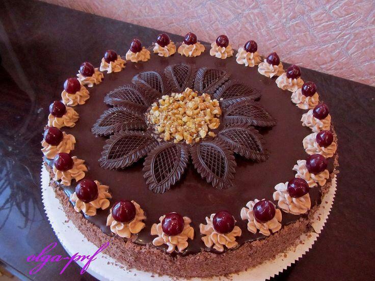 ** Dort kémovým, zdobený čokoládovým květem **