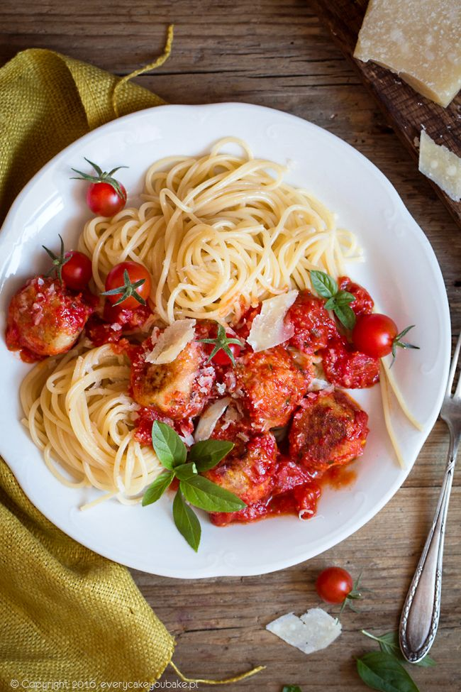 Pulpeciki z cukinii i ricotty z makaronem / Zucchini and ricotta-balls